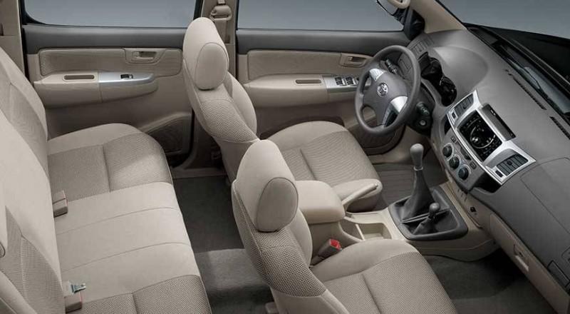 ghế ngồi xe toyota hilux 2.5 E