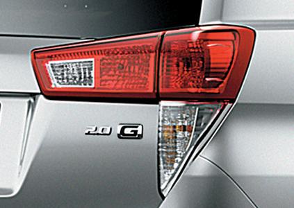 đuôi xe innova 2018 hình chữ L