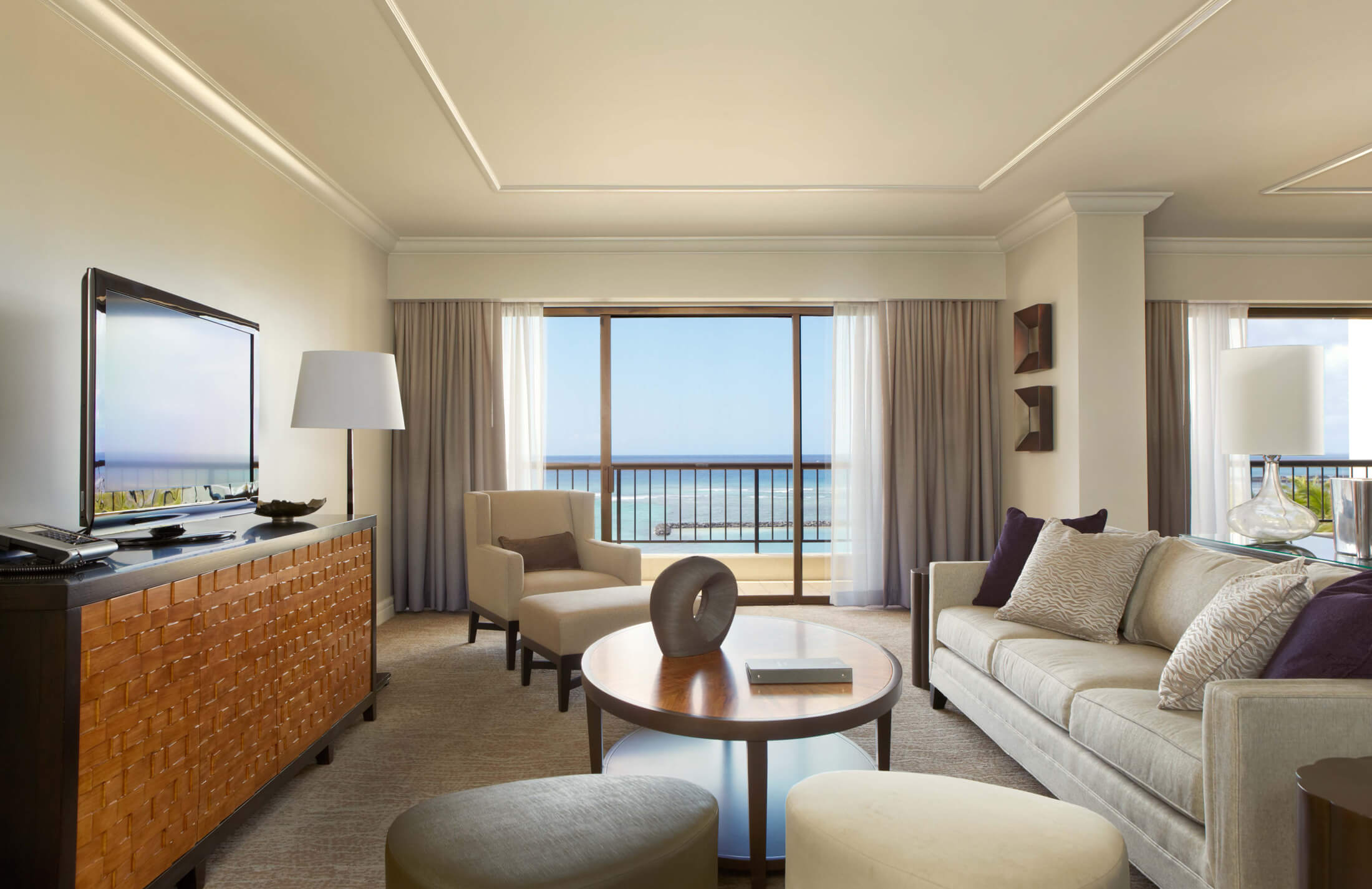 Hilton Hawaiian Village Alii Tower Suite interior design and layout