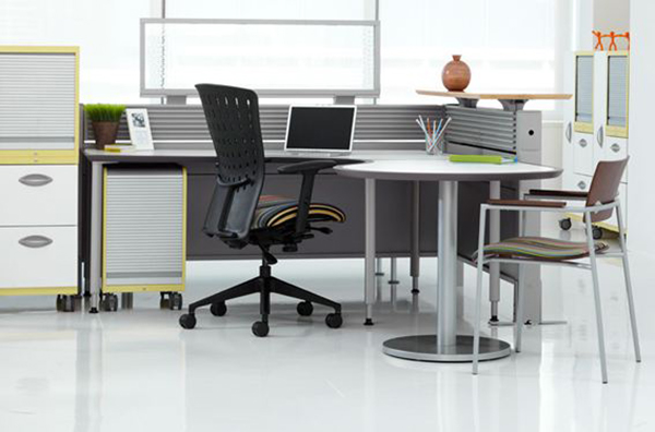 Izzy's Clara tables and Edison panels combine for a modern, flexible workspace that's easily re-configured.
