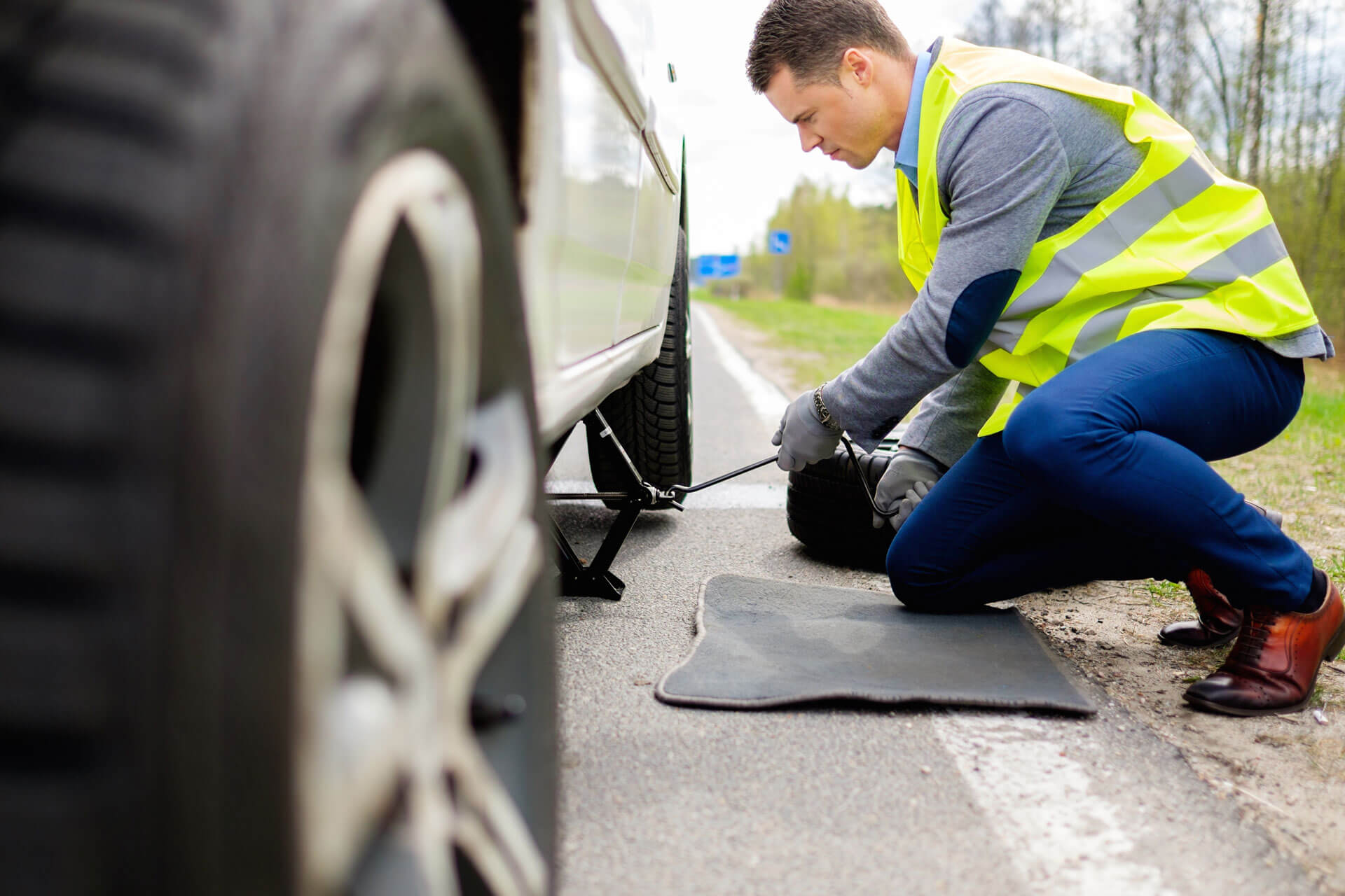 Tire Repair & Change Emergency Service 24 7 365