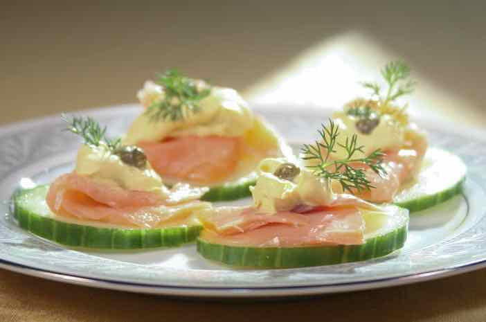 http://www.healthyeatingandliving.ca/recipe/cucumber-smoked-salmon