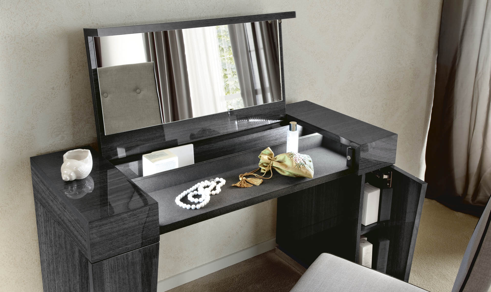 Montecarlo Bedroom Dressing Table Details