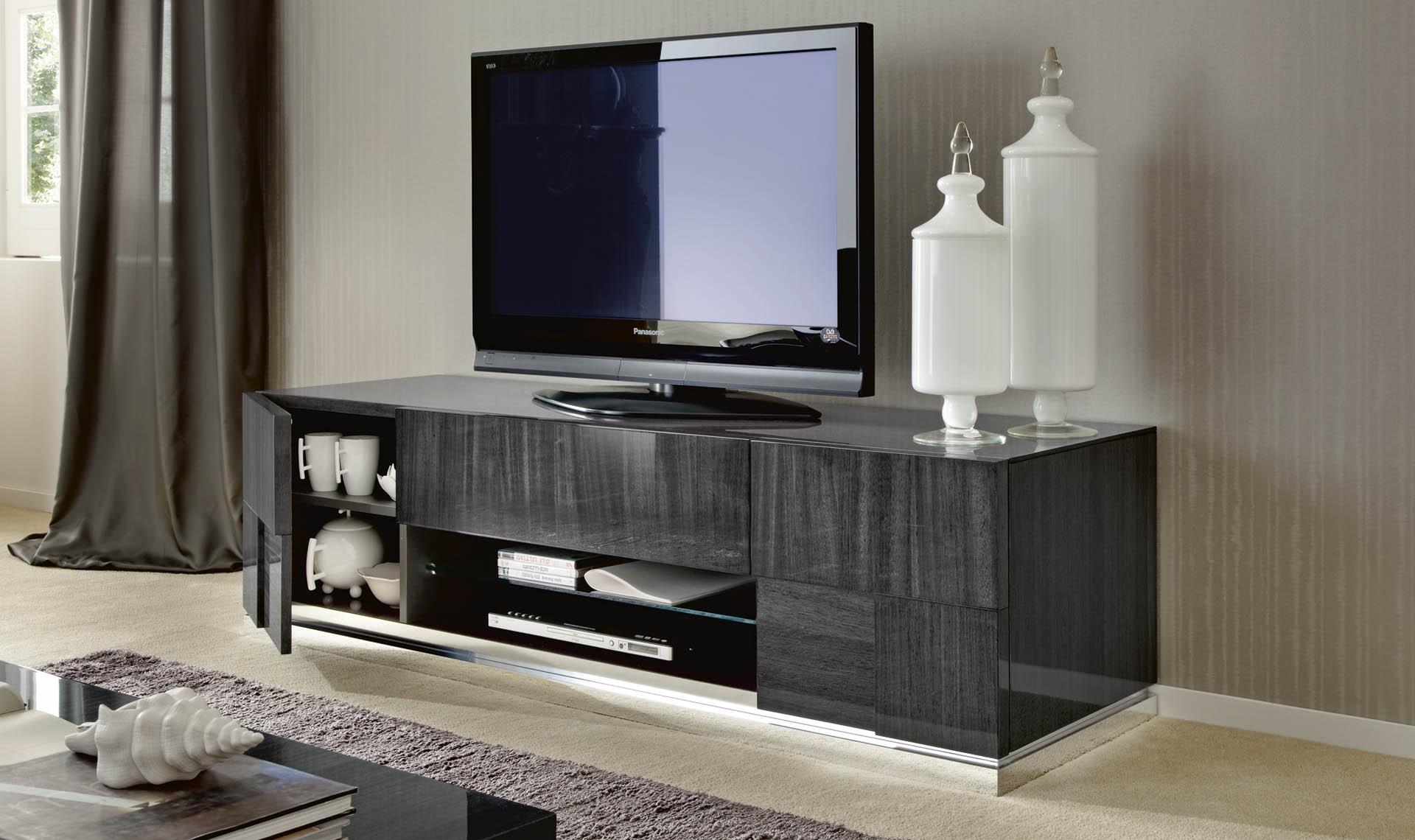 Montecarlo TV Base and Curio Details