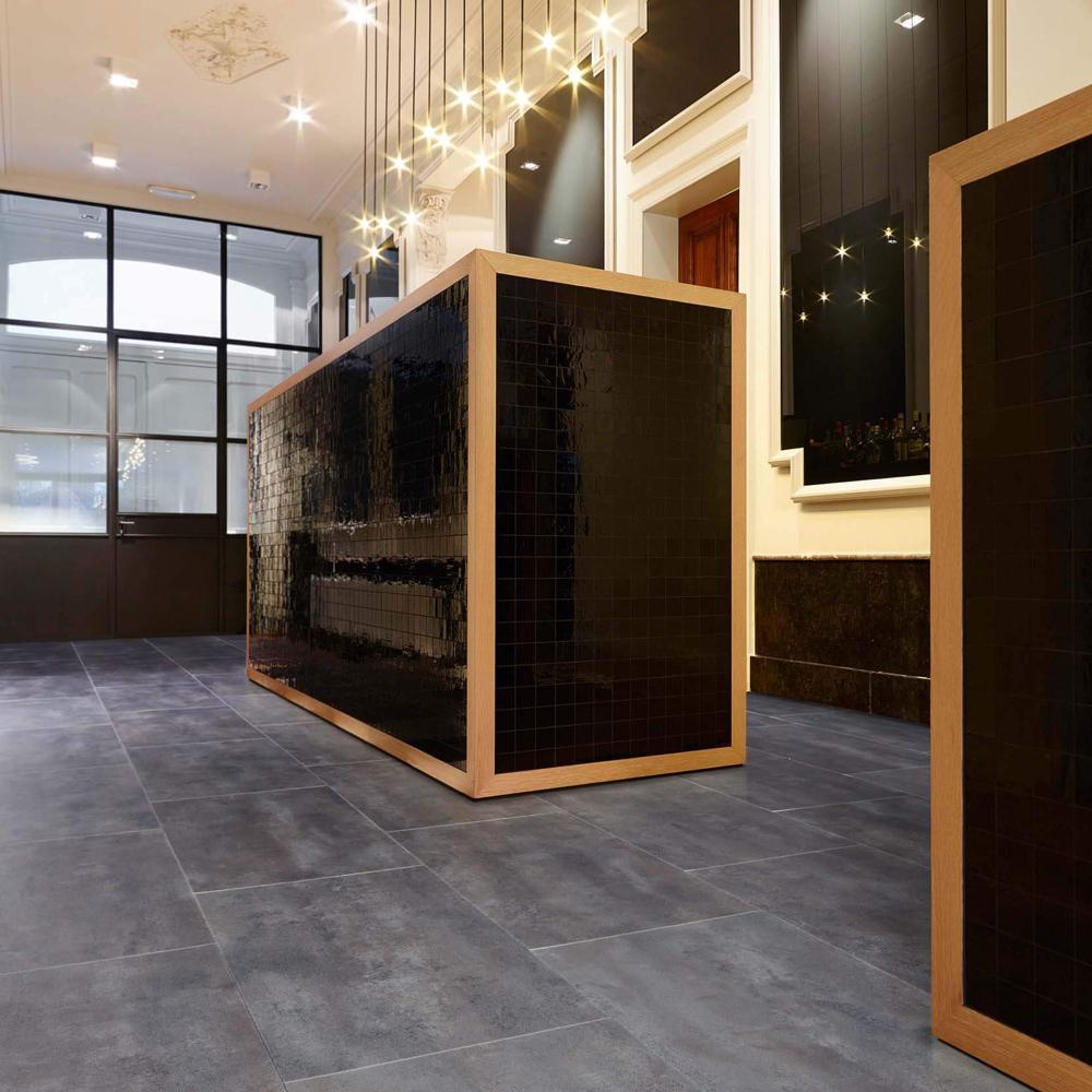 Luxury vinyl floor