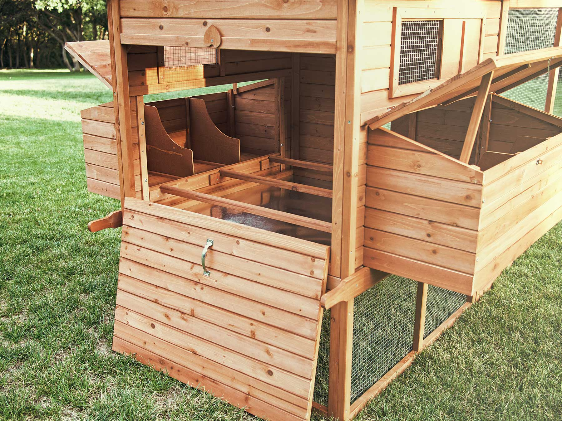 Ranch chicken coop chicken saloon for Chicken coop size for 6 chickens