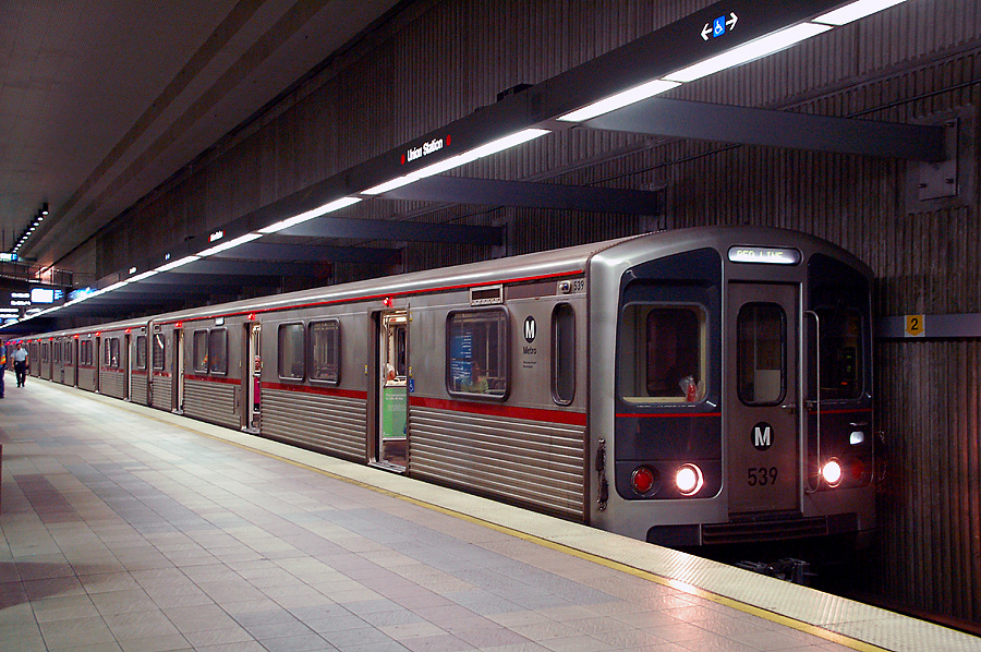 metro red line at union station