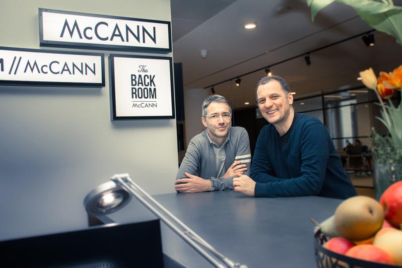 Gegen die Angst – McCann Worldgroup unterstützt Initiative zur Knochenmarkspende Krebsuzette / Stand auf dem Football Agency Cup