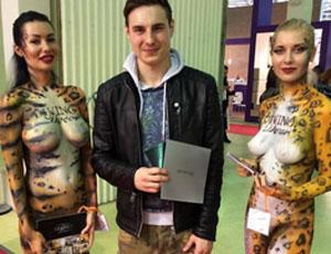 Бодиарт модели на выставке МОСБИЛД