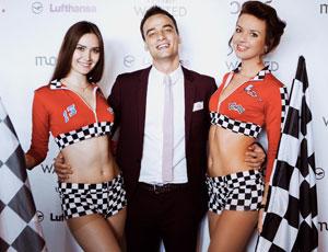 Хостес на мероприятии в стиле Formula 1