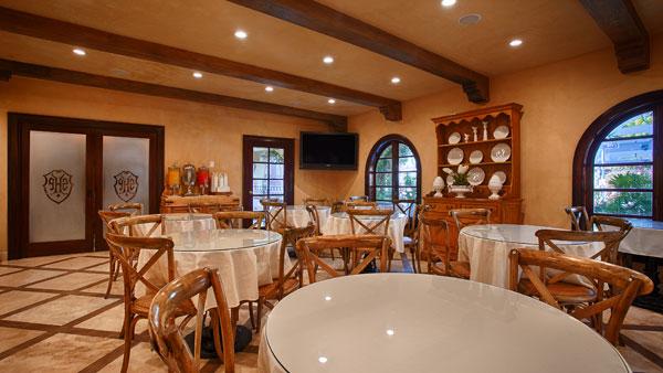 Best Western PLUS Sunset Plaza Breakfast Tables