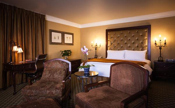 Best Western PLUS Sunset Plaza Balcony Suite Single King Room