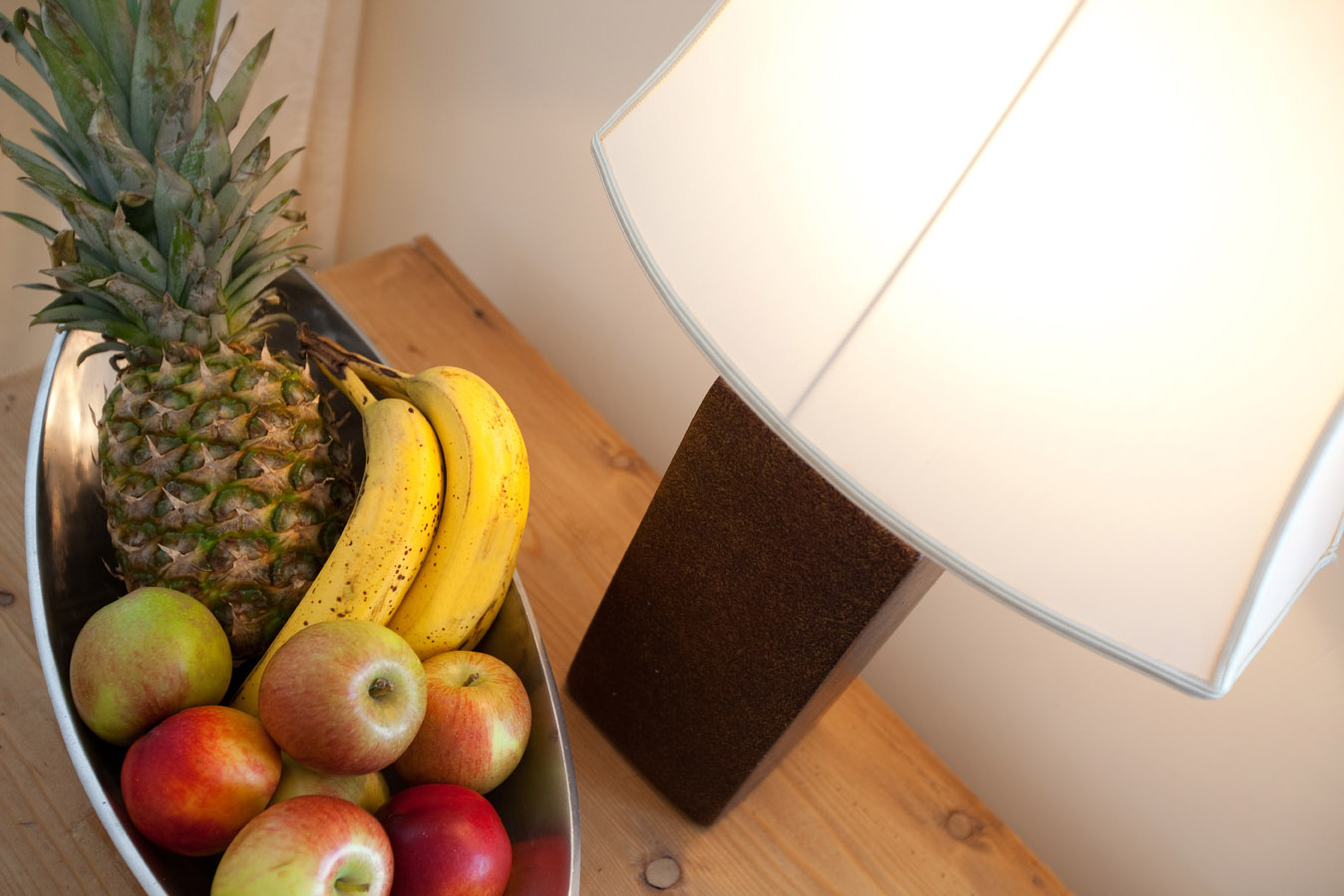 Fruit and lamp