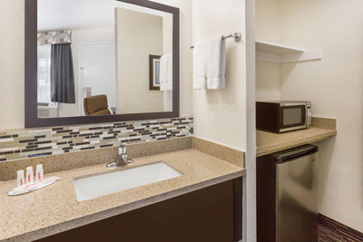 Ramada Monterey Bathroom