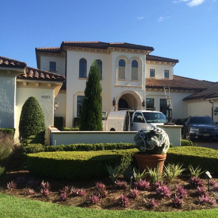 Windows on a home in Orlando being cleaned