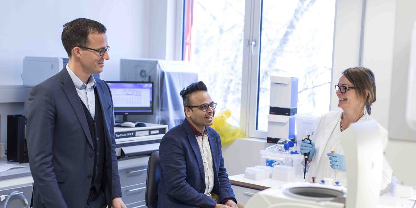 Helping biotech companies through innovative IT solutions - Project Manager Gupta Udatha (in the middle) and General Manager Ketil Widerberg from Oslo Cancer Cluster in conversation with research associate Birthe Mikkelsen Saberniak at the lab.