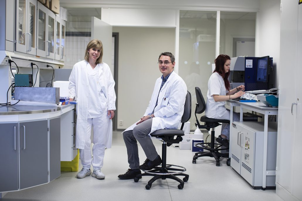 Else Marit Inderberg and Sébastien Wälchli often work in one of the cell labs in Oslo Cancer Cluster Incubator.