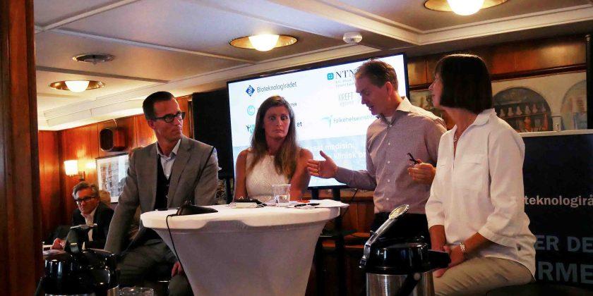 Det første panelet besto av Ketil Widerberg, daglig leder i Oslo Cancer Cluster, overlege Asbjørg Stray-Pedersen og Giske Ursin, direktør i Kreftregisteret. De svarte på spørsmål fra ordstyrer Ole Johan Borge, direktør i Bioteknologirådet.