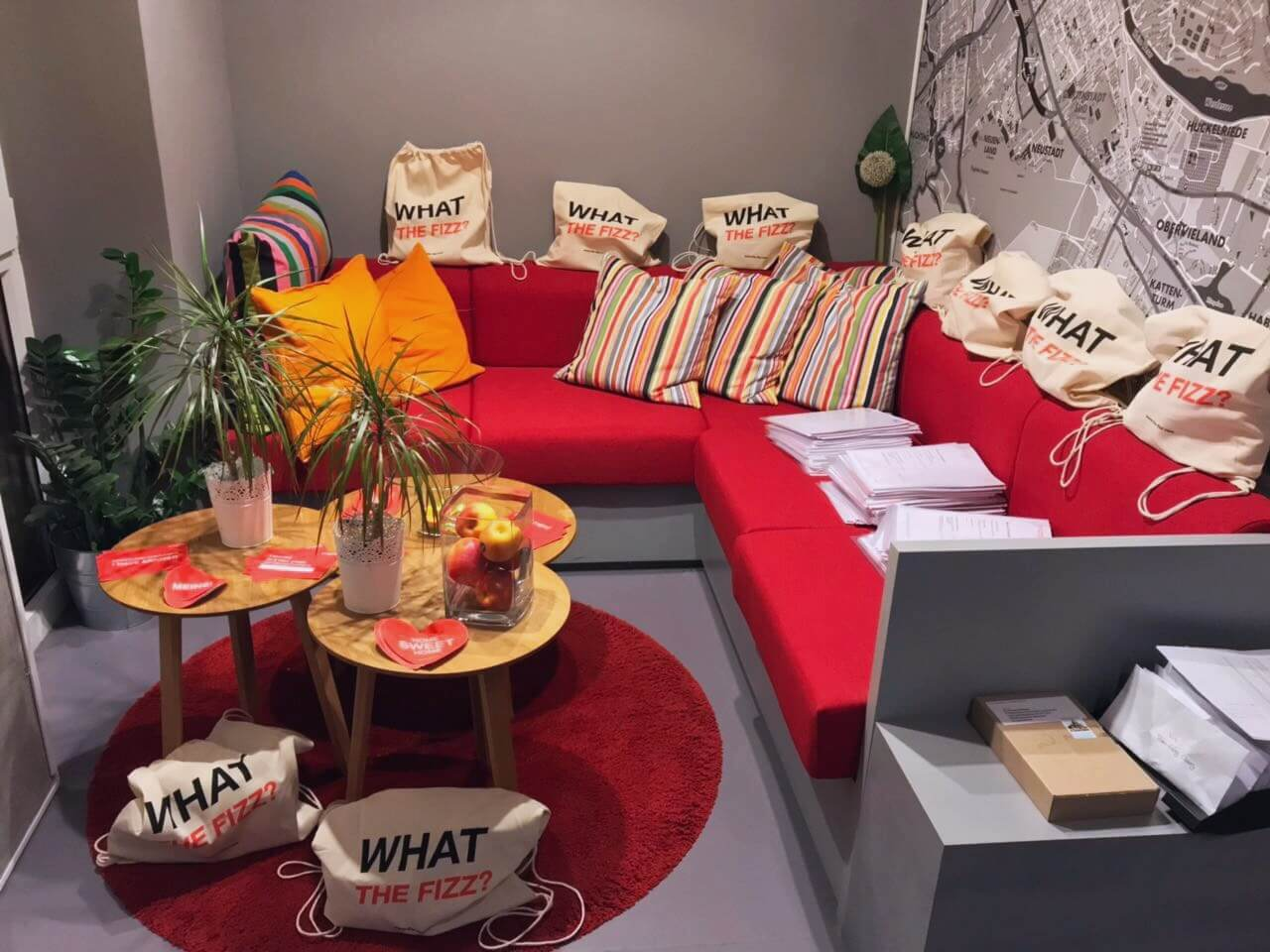 THE FIZZ Welcome Bags Couch