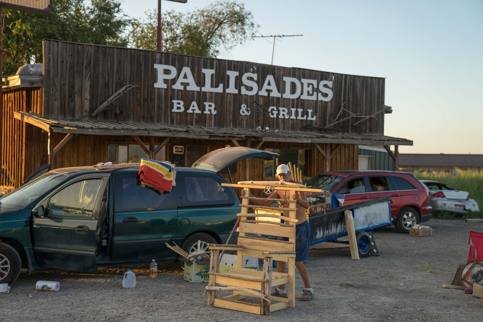 Palisades bar and grill sells peaches on a roadside of Idaho.