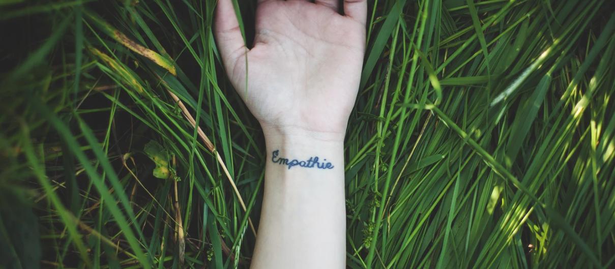 Ferramenta de comunicação empatia tatuagem