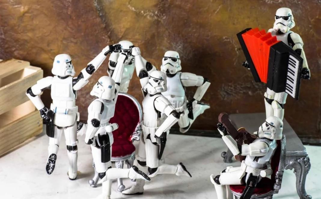 Stormtroopers festejando