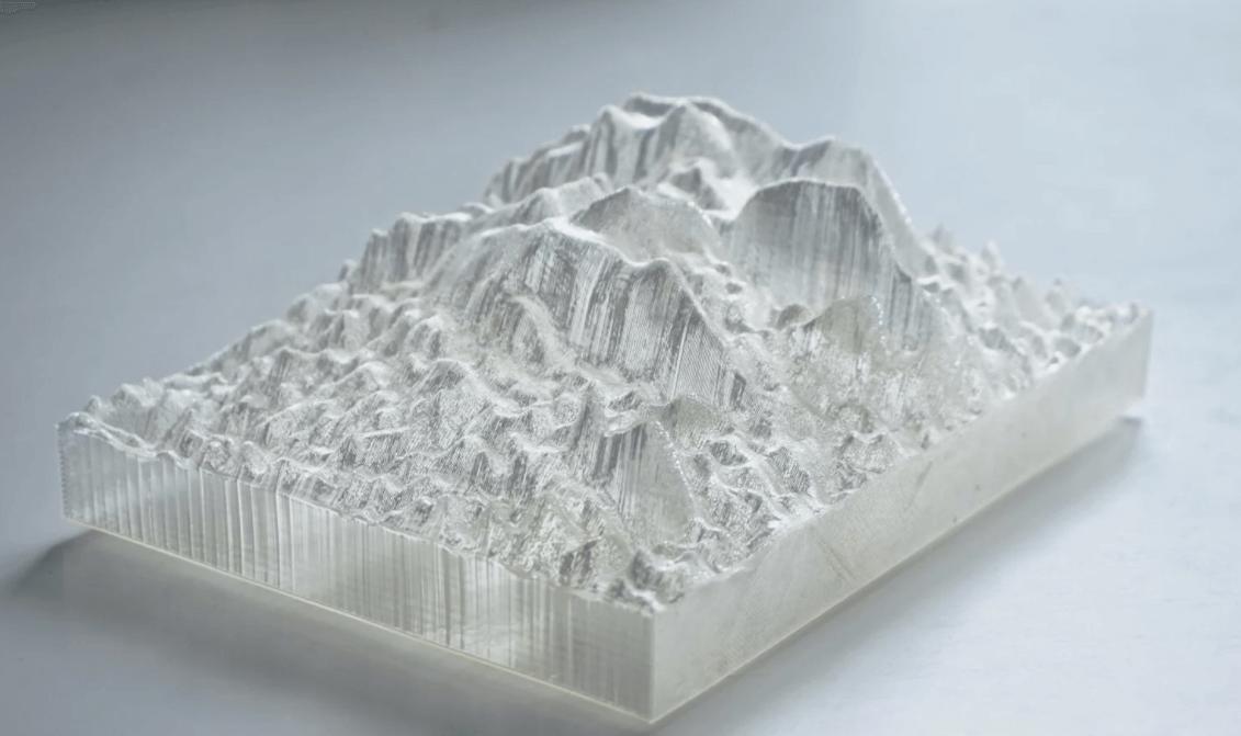 Miniatura de montanhas feita em impressora 3D