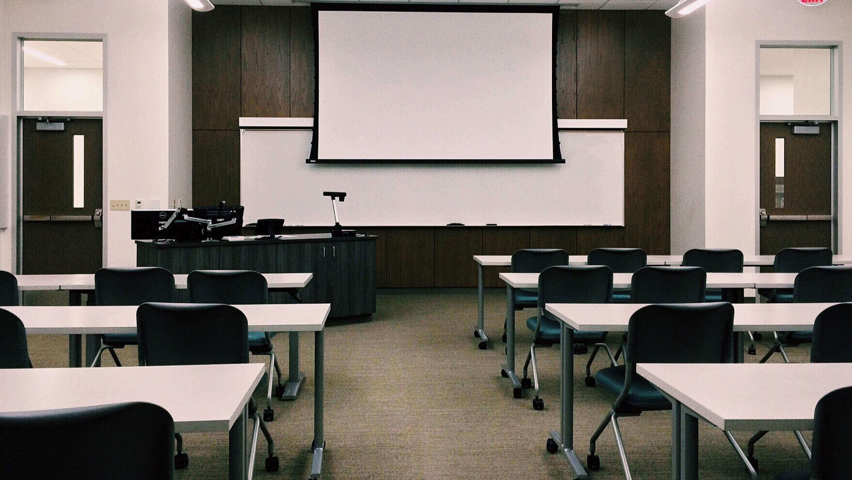 Sala de aula organizada por fileiras