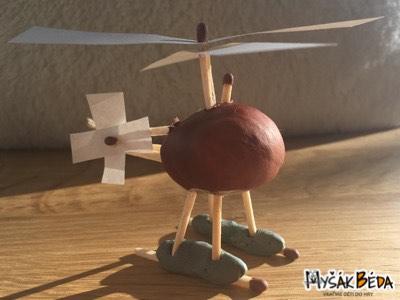 Vrtulník z kaštanů, sirek, provázku, papíru a modelíny