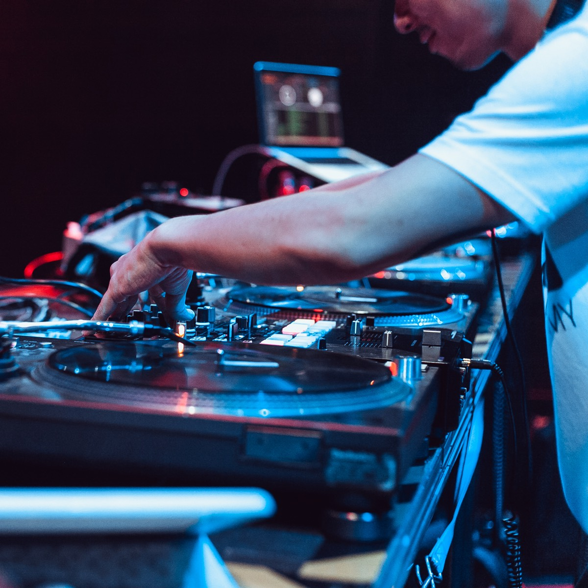 How to become a DJ from scratch at home 30