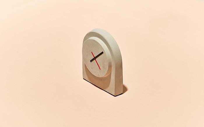 Moule d'horloge en béton fabriqué avec la machine de thermoformage de bureau FormBox